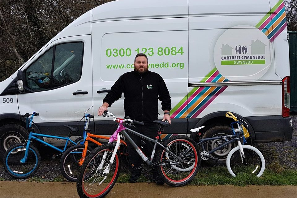 Housing association staff build bikes for new Bangor cycling club