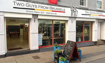 Two Guys from Brussels 'Too Posh for Dying Bangor'