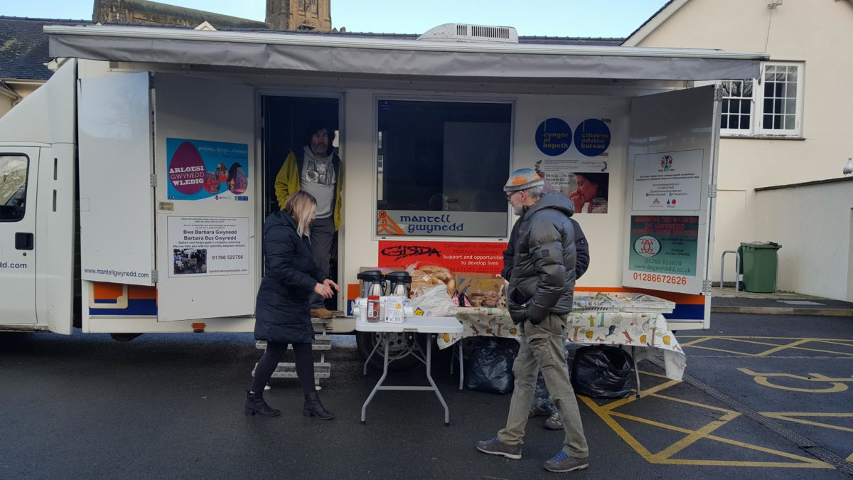 Mantell Gwynedd Lorry Helps Bangor S Homeless On News Year