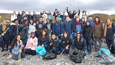 Bangor University international students take part in Criccieth Beach Clean