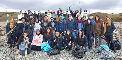 Bangor University international students take part in Criccieth Beach Clean