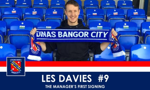 Les Davies re-joins Bangor City