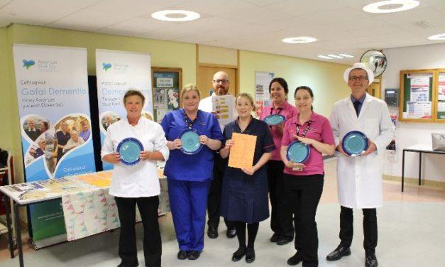 Blue crockery introduced to help dementia patients at Ysbyty Gwynedd