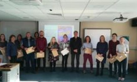 Bangor Uni Welsh learners presented with certificates on Shwmae Su'mae Day
