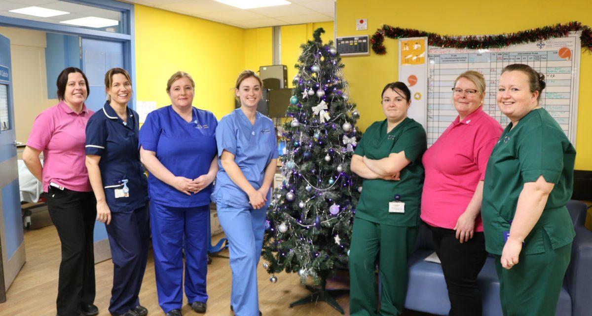Ysbyty Gwynedd staff become 'Dementia Friends'