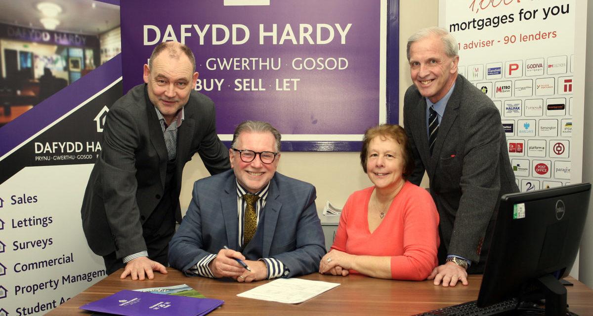 Dafydd Hardy Estate Agent acquires Smith & Wypler Ltd