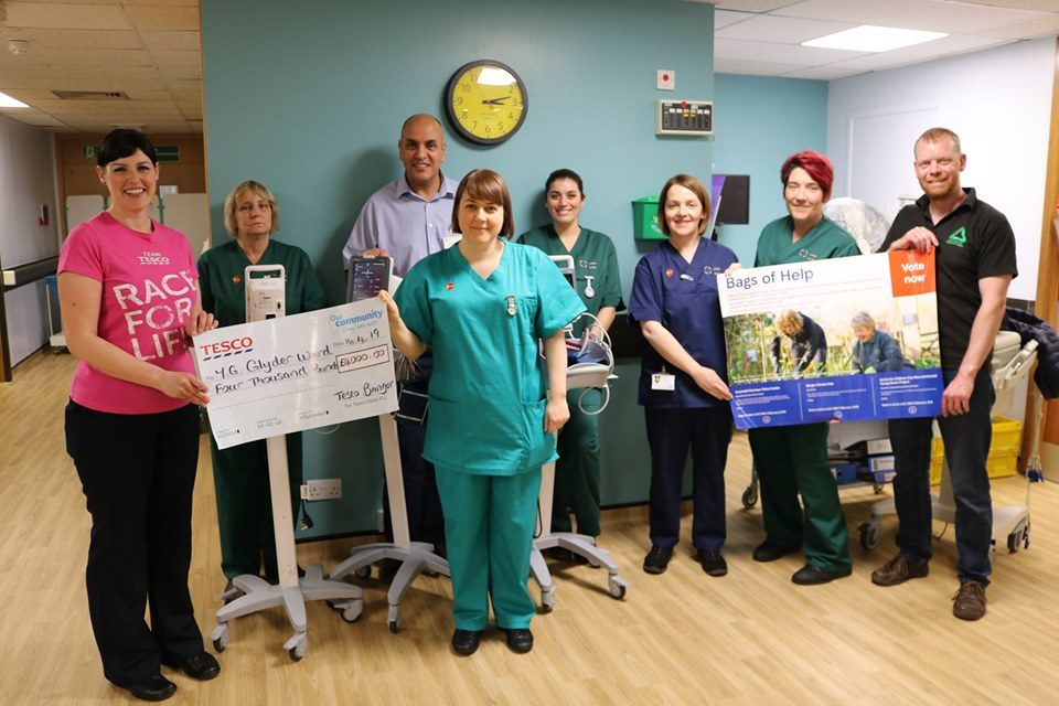 £4,000 Tesco donation buys new blood pressure monitors for Glyder ward