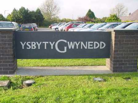 'Unacceptable delay' for man who died waiting for Ysbyty Gwynedd clinic appointment