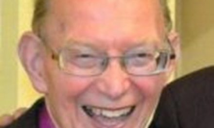Tributes paid to former Bishop of Bangor Saunders Davies