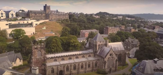 Bangor features in Aled Jones & Russell Watson official video