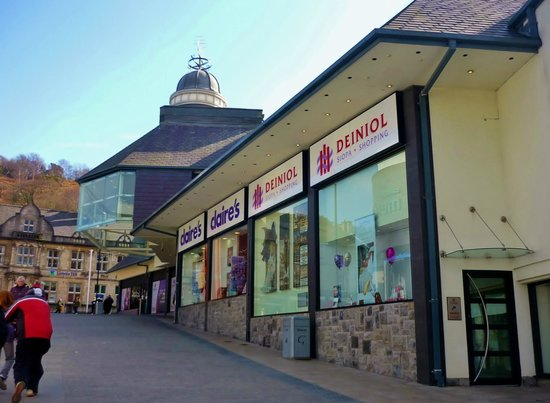 Deiniol shopping centre sold for £1.37million at auction