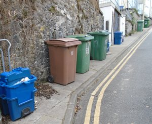 Gwynedd Council to discuss problem of bins blocking pavements