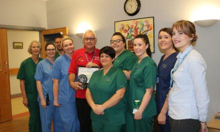 Dedicated Ysbyty Gwynedd Robin wins health board award