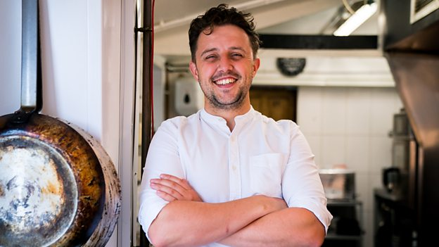 Anglesey Chef Ellis Barrie to star in relaunch of 'Ready